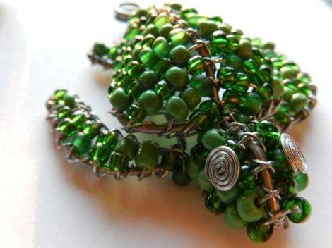 Green beaded keyring.